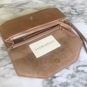 Antik Kraft Tan Wallet/Wristlet